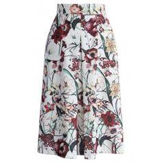 * 商品紹介:  体型を細く、脚を長く見せるハイウエストデザインのスカート。盛んに咲いているカラフルな花プリント柄が柔らかなニュアンスのある色合いで女性らしい優しさを生み出します。ウエストから裾にかけてドレープ性のあるシルエットが魅力的な一本。夏にはシャツ、秋冬にはセーター、オールシーズンにも使える着回し力抜群のアイテムです。サイドポケット付き。  - ファスナー:サイド - 素材:ポリエステル100%  - 裏地:あり  - 洗濯方法:洗濯機可  * サイズ(約cm)総丈 ウエスト    S            70    70   M          70    74   L           70    78  * 注意事項: ◆平置き採寸しておりますので、多少の誤差が出る場合がございます。お気になられる方はお問い合わせください。 ◆すべての商品は、実物の色あいに近くなるように自然光での撮影を基本にしていますが、お客様のモニター環境などにより実物とは若干異なる場合がございます。…