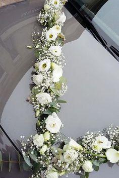 Bride's Cars  :     Picture    Description  Découvrez nos dernières compositions florales pour décorer votre voiture le jour de votre mariage Wedding Car Decorations, Hand Flowers, Wedding Trends, Wedding Planning, Floral Wreath, Wedding Day, Marriage, Bridal, Weddings