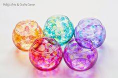 琉球ガラスは少しお値段が張りますが、見た目が涼しく綺麗ですよね。実は簡単な材料を揃えるだけで、そっくりなものを手作りすることができるんです!