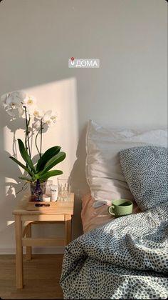 Tweets liked by kate moss archive (@katemossarchive) / Twitter Room Ideas Bedroom, Bedroom Decor, Bedroom Inspo, Minimalist Room, Pretty Room, Aesthetic Room Decor, Aesthetic Outfit, Korean Aesthetic, Dream Rooms