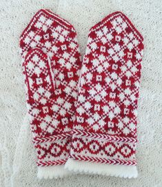 Easy Knitting Patterns for Beginners - How to Get Started Quickly? Knitted Mittens Pattern, Fair Isle Knitting Patterns, Knit Mittens, Knitted Gloves, Knitting Stitches, Knitting Socks, Hand Knitting, Baby Hats Knitting, Fingerless Mittens