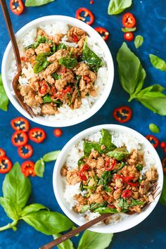 Thai Basil Chicken Bowls - Damn Delicious A meal with less than 400 calories per serving? It's so quick to whip up, budget-friendly, and SO GOOD! Meal Prep Cookbook, Cookbook Recipes, Damn Delicious Recipes, Healthy Recipes, Healthy Foods, Thai Basil Chicken, Alfredo Chicken, Thanksgiving, Asian Recipes