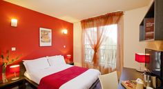 Cerise Valence Valence Cerise Valence is located 10 minutes from the TGV Train Station in Valence. Motorway connections are situated nearby. It offers contemporary styled guest rooms with an en suite bathroom, TV with Canal+ channels and free WiFi.