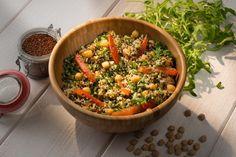 Quinoa rouge et blanc, pois chiche, tomates confites et roquette