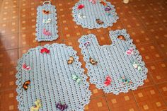 Sandra Roque Artesanatos: jogo de tapetes com apliques de borboletas