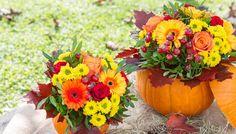 Herbstliche Kürbisvasen #autumn #table #decoration #pumpkin #vase #flowers