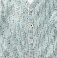 Modèle gilet gris layette Phil Noé - Modèles Layette - Phildar Kids Fashion, Sweaters, Hand Crafts, Layette, Grey Vest, Knitting Yarn, Child Fashion, Pullover, Junior Fashion
