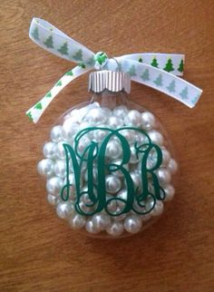 DIY Monogram Christmas Ornament :) I love this idea because you can really personalize it by playing around with the color scheme to whatever your taste is or for families use a different color for each one made. Clear Ornaments, Diy Christmas Ornaments, Christmas Balls, Winter Christmas, Holiday Crafts, Holiday Fun, Christmas Holidays, Christmas Decorations, Christmas Ideas