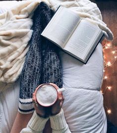 Slow, cozy mornings with a book and coffee Relax, Coffee And Books, Photo Instagram, Disney Instagram, Bookstagram, Love Book, Warm And Cozy, Cozy Winter, Book Lovers