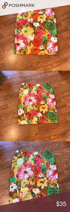 Talbots Floral Print Pencil Skirt Pre-Loved and Excellent Condition. Great for work or play! 10P Talbots Skirts Pencil