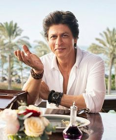 New page keep support 😍Bollywood king Shahrukh Khan, Bollywood Stars, Sr K, King Of Hearts, Most Handsome Men, My King, Good Movies, Sexy Men, Actors