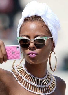 I really wish I could find a white head wrap just like this.