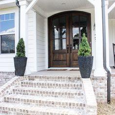 Exterior Brick Farmhouse Front Porches Ideas For 2019 Front Porch Steps, Farmhouse Front Porches, Modern Farmhouse Exterior, Rustic Farmhouse, Farmhouse Landscaping, Farmhouse Style, Farmhouse Ideas, Yard Landscaping, Landscaping Ideas