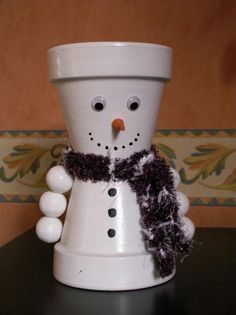 Snowman - Creation Character in pot of n ° 10 836 (seen 12 048 times) , Christmas Clay, Christmas Flowers, Christmas Ornament Crafts, Snowman Crafts, Homemade Christmas, Diy Christmas Gifts, Simple Christmas, Flower Pot Art, Clay Flower Pots