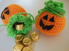 Halloween crochet treat bags pattern. Free. Heidi's Creative Corner