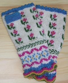 Knitting Traditions--Beth Brown-Reinsel--Spring Latvian Fingerless Mitts I plan on ordering the pattern, so pretty! Weaving Patterns, Knitting Patterns, Crochet Patterns, Knitting Tutorials, Hat Patterns, Knitting Designs, Knitting Projects, Stitch Patterns, Mittens Pattern