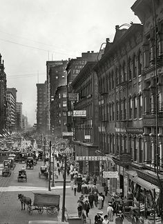 Chicago, 1907. State Street south from Lake Street.