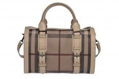 Accessori estate 2012  Moda Blog vi suggerisce l'elegante borsa bauletto Burberry, gettonatissima fra le tendenze moda di quest'anno.