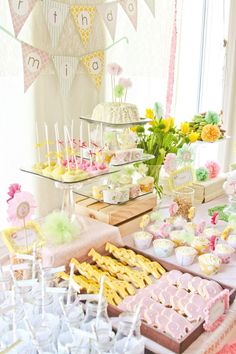 Southern Blue Celebrations: Jungle, Safari, Zoo Party Ideas and Inspirations - Love this pastel theme !!!