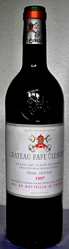 """29. Oktober 2013 Châteaux Pape Clément 1997, Pessac-Léognan, Bordeaux, France Es ist wohl das interessanteste, spannendste Weingut in Bordeaux überhaupt, nicht nur durch seinen geschichtlichen Hintergrund - auch in Bezug auf den heute auf diesem Château gemachten Wein. Es gehört Bernard Magrez, """"dem Mann mit 40 Châteaux"""", wie """"Paris Match"""" einmal schrieb."""