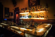 Buenos Aires, the Paris of South America, is criminally underrated. So here's 10 reasons why you need to visit Buenos Aires! Restaurant Discounts, Restaurant Specials, Online Restaurant, Hotel Particulier Montmartre, Cocktails Bar, Man Bars, Bar Image, Night Bar, Buenos Aires
