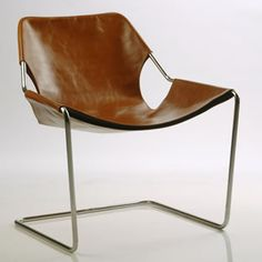 Paulistano chair—a Brazilian version of a Bauhaus classic, designed by Pritzker Prize–winning architect Paulo Mendes da Rocha—which combines soigné lines with comfort. Bauhaus Furniture, Metal Furniture, Vintage Furniture, Modern Furniture, Furniture Design, Bauhaus Chair, Poltrona Design, Cuir Vintage, Vintage Leather