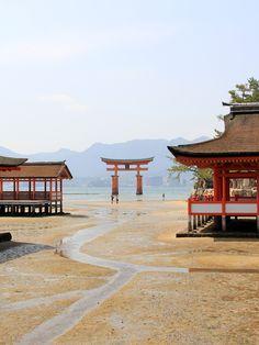 Itsukushima-Shrine during ebb tide, Hiroshima-Ken, Japan Japanese Shrine, Japanese Temple, Asia Travel, Japan Travel, Art Occidental, Hiroshima Japan, Japan Landscape, Miyajima, Japanese Architecture