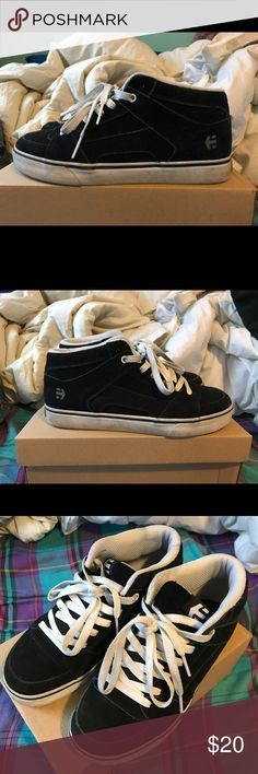 82191b398a6d38 Etnies RVM Sz 9 Gently used Etnies RVM mid top skate shoe in mens size 9