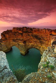 Heart sea arch. Marinha Beach, Algarve, Portugal ©Poalo Nogueira