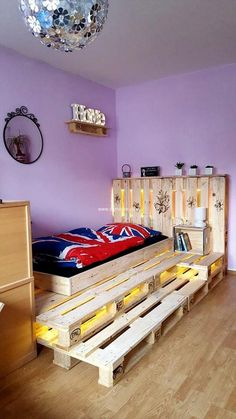 Want to give your kid's room a unique touch in reasonable price? Wood pallets will cooperate with you in crafting charming, captivating and cheap project with brilliant presentation. It's height is enhanced by overlapping the wood pallet frame. This project is crafted to enhance the charm of your place. You can also craft something else on the headboard of bed. The mini pallet box placed at the side of bed seems kind as bookcase.