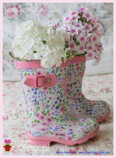 CUTE BOOTS AS FLOWER BASE... <3