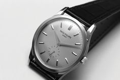 The purist Patek Philippe Calatrava in white gold Best Watches For Men, Amazing Watches, Luxury Watches For Men, Cool Watches, Collection Louis Vuitton, Patek Philippe Aquanaut, Patek Philippe Calatrava, Dior, Timex Watches