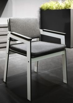 Krzesło JIG z HPL to unikatowy wygląd i wyjątkowy komfort siedzenia. Tutaj w wersji z poduszkami