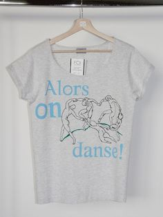 "A hand-painted t-shirt inspired by Henri Matisse's painting ""The dance"" and Stromae's song ""Alors on danse"" - L'art et la mode."