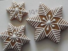 Trendy cookies decorated ideas snowflake ideas – Cakes and cake recipes Christmas Biscuits, Christmas Sugar Cookies, Christmas Sweets, Christmas Gingerbread, Christmas Cooking, Noel Christmas, Holiday Cookies, Gingerbread Decorations, Gingerbread Cookies