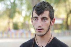 Nueva agresión homófoba en Alcalá de Henares. Un grupo de homosexuales fue agredido la madrugada del domingo por unos neonazis en un bar de la ciudad. El colectivo DiversAH pide medidas contra este tipo de acciones. F. Javier Barroso | El País, 2015-08-17 http://ccaa.elpais.com/ccaa/2015/08/17/madrid/1439801645_166483.html