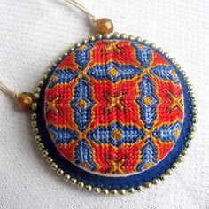 """Милые сердцу штучки: """"Вышитые медальоны от Rosa Sirota (Бразилия)"""""""