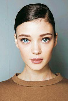 Diana Moldovan Lip Makeup, Beauty Makeup, Hair Beauty, Beauty Art, Beauty Women, Diana Moldovan, Face Hair Removal, Model Rock, Runway Makeup