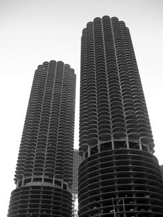 Built by Bertrand Goldberg in Chicago, United States with date 1964. Images by Vincent Desjardins. Along the eastern branch of the Chicago River lies one of the most formally interesting skyscrapers in all of Chicago...