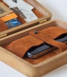 Grav Grav: Bolsas em madeira bordadas com ponto cruz |