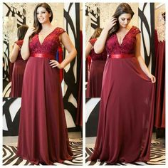 romantic chiffon v-neck neckline sheath mother of the bride dress wi Plus Size Gowns Formal, Plus Size Dresses, Hijab Evening Dress, Evening Dresses, Plus Size Summer Outfit, Plus Size Fashion Tips, Dressy Dresses, Beautiful Gowns, Curvy Fashion