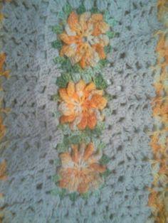 Tapete com flores em croche