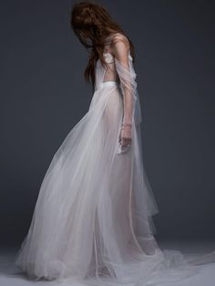 Vera Wang Fall 2017: Luxe Wedding Gowns for Ultra-Romantic Brides | TheKnot.com