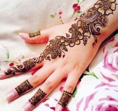 Looking for Latest Mehndi Designs For Girls? Mehndi Designs 2017 are much popular among the girls these days because girls want to look different from others. Henna Hand Designs, Eid Mehndi Designs, Simple Arabic Mehndi Designs, Mehndi Designs For Girls, Bridal Henna Designs, Beautiful Mehndi Design, Latest Mehndi Designs, Henna Tattoo Designs, Mehndi Images