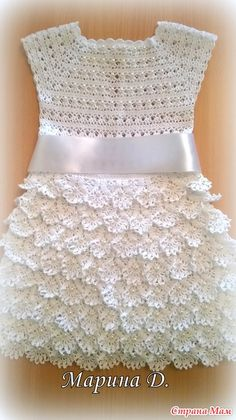 You who love this classic crochet dress. This is a wonderful idea o… Hello girls. You who love this classic crochet dress. This is a wonderful idea of crochet dress. He wears very well. For girls from 2 to … Knitting Baby Girl, Baby Girl Crochet, Crochet Baby Clothes, Crochet Toddler, Crochet For Kids, Crochet Summer, Black Crochet Dress, Crochet Blouse, Crochet Dresses