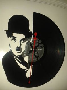 Charles Chaplin. Reloj de pared en disco de vinilo. Hecho a mano. Francisco Vitale. Antofagasta, Chile. Facebook: Vinilos Para Siempre