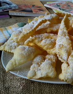 Chiacchiere ricetta di Massari Italian Cake, Italian Cookies, Italian Desserts, Mini Desserts, No Bake Desserts, Italian Recipes, Sweet Recipes, Snack Recipes, Dessert Recipes