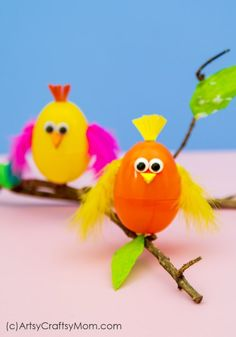Put empty plastic eggs to use by making cute crafts like this Plastic Egg Bird Craft for Kids! Perfect for spring, Easter or lessons about animal babies. Egg Carton Crafts, Egg Crafts, Bird Crafts, Cute Crafts, Paper Crafts, Fruit Crafts, Animal Crafts, Spring Crafts For Kids, Craft Projects For Kids