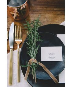 Fall Tablescape Inspiration - Fashionable Hostess - The Best Holidays and Events Trends and Ideas Decoration Inspiration, Wedding Inspiration, Christmas Inspiration, Decor Ideas, Table Setting Inspiration, Kinfolk Wedding, Fashionable Hostess, Dinner Party Table, Dinner Parties