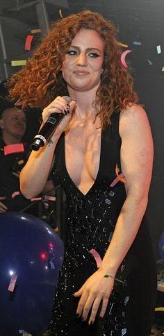 Jess Glynne live #JessGlynne #music Jess Glynne, Alex Kingston, Natural Redhead, Farrah Fawcett, Red Heads, Female Singers, Angelina Jolie, Woman Crush, Lady Gaga